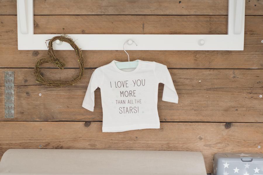 Zwangerschapsshoot bij jou thuis? Leuk, ik kom graag naar je toe. Lisa Muller Fotografie Heerhugowaard Alkmaar Bergen Castricum