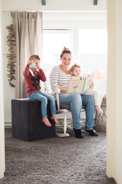 Op de babykamer met mama en de oudere broertjes en zusjes. Wil je dit ook? www.lisamuller.nl
