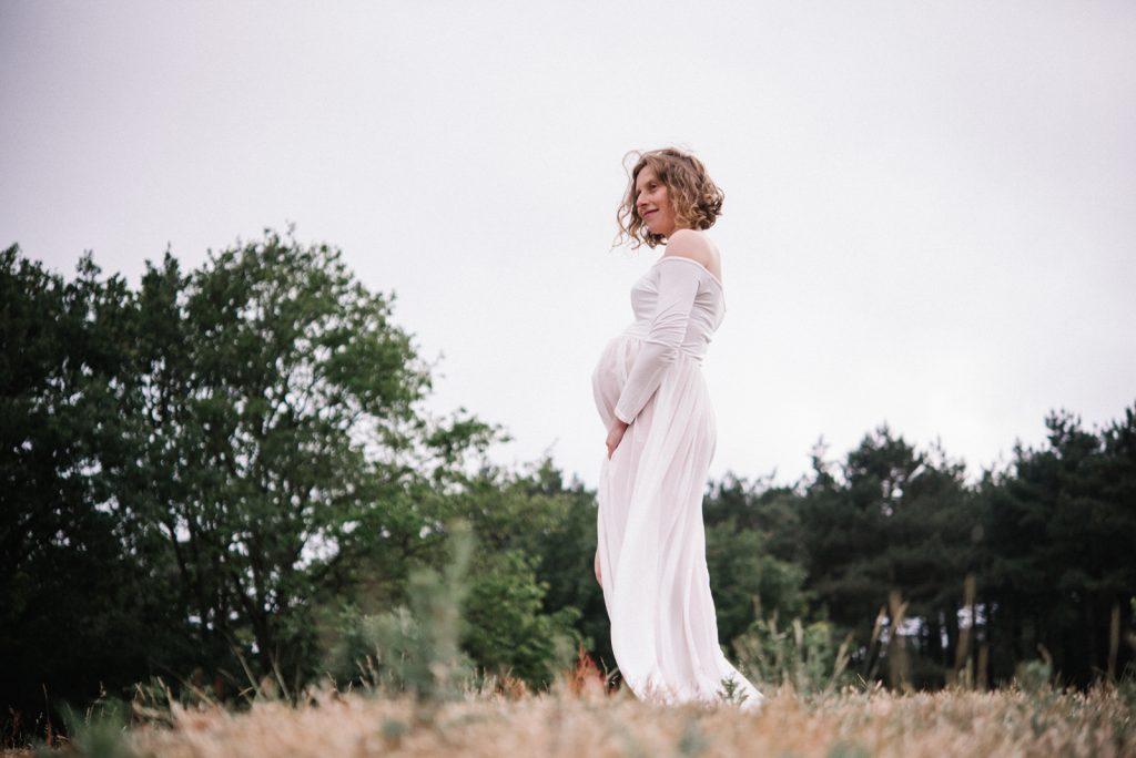 Zwangerschapsshoot op de hei. https://lisamuller.nl/contact/ of bel mij 06-24809726
