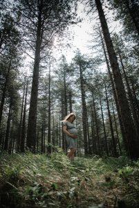 Zwangerschapsfotografie buiten in het bos, lisamullerfotografie@gmail.com